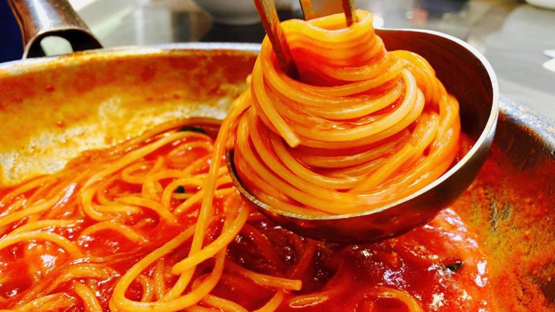 ماکارونی با سس گوجه فرنگی